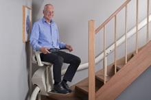 Unum, la silla salvaescaleras monoraíl que se integra en el entorno