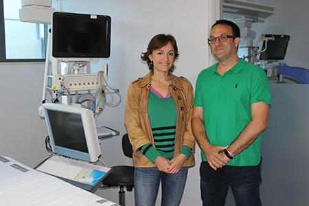 La doctora Paula Ramírez, médico adjunta del Servicio de Medicina Intensiva del Hospital Universitari i Politècnic La Fe e investigadora del IIS La Fe, y Carlos Atienza, director de Innovación en el Instituto de Biomecánica.