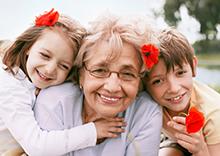 Uno de cada cuatro Abuelos cuida de sus Nietos y les dedican casi una Jornada Laboral